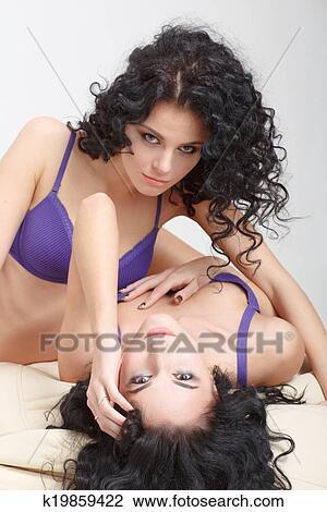 μαύρη λεσβία φιλενάδες γυμνοί τύποι με μεγάλες πούτσες