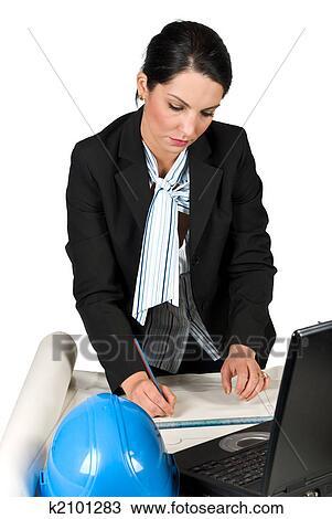 Stock Foto - ingenieur, frau, arbeit, in, büro, und, zeichnung ...