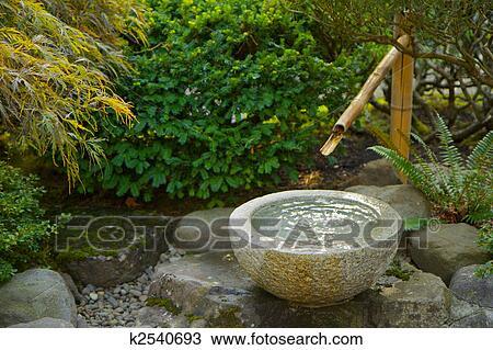 Arkivfoto Japansk Hage Bambus Foutain K2540693 Sok Arkivbilder