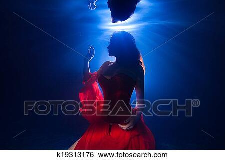 Silhouette, unterwasserwelt, foto, hübsch, junges mädchen, mit, dunkel,  langen haaren, tragen, rotes kleid 10b1fcdd94