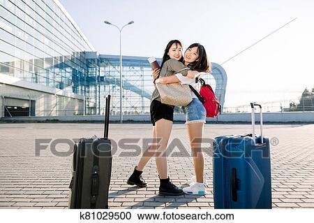 Zwei Asiatische Mädels Und Ein Bbc