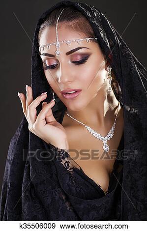ab7ac346289765 Banque de Photographies - portrait, de, a, belle femme, à, arabe ...