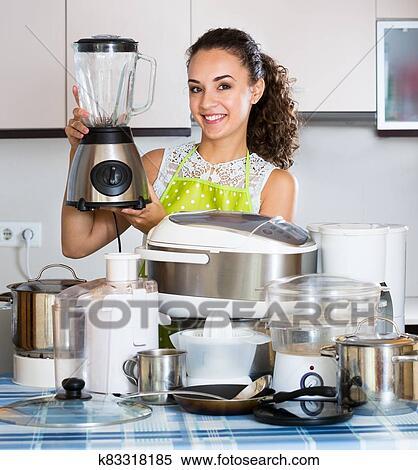 Hausfrau, mit, küche geräte Stock Fotografie | k83318185