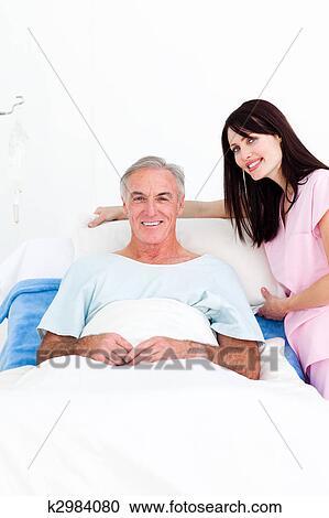 Schöne Kurvige Krankenschwester Fickt Patient