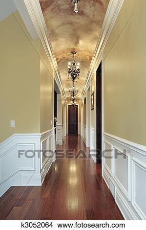 Banque de Photo - couloir, à, lustres, dans, luxe, maison ...