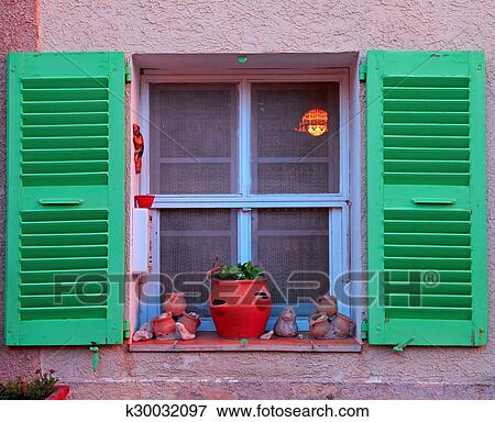 Fenetre Rustique image - francais, rustique, fenêtre, à, vert, bois, volets k30032097