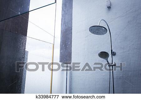 Bagno Con Doccia Aperta : Immagine bulbo doccia in bagno disegno di casa interno