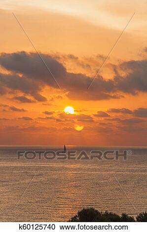 Coucher De Soleil Sur La Mer Stock Image K60125740 Fotosearch
