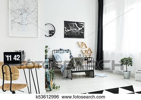 Banque d images bureau bois dans simple chambre à coucher