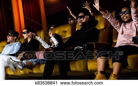 ストックイメージ - 人々のグループ, 腕時計, 3d, 映画, 中に, 映画館, 劇場. Fotosearch