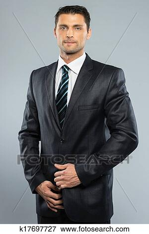 Bien Vestido Guapo Hombre En Juego Negro Y Corbata Colección