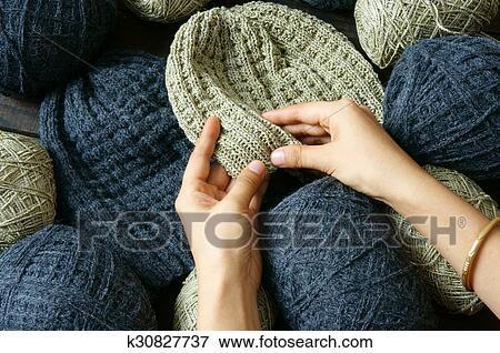 aba64a6f7a42 Fait main, cadeau, pour, couple, sur, hiver, bonnet de laine, dans, noir,  beige, couleur, femme, main, tricot, depuis, balle fil, chapeau laine,  volonté, ...