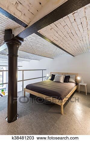 https://fscomps.fotosearch.com/compc/CSP/CSP364/mezzanine-slaapkamer-in-industrieel-stock-foto__k38481203.jpg