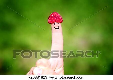 Stock Foto Glucklich Finger Mit Himbeeren Und Malen Lachelt