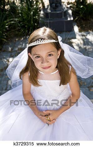 Mädchen beten schwarzes an Mädchen Weißes Kostenlose foto