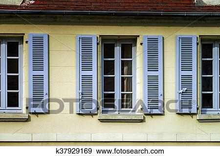 Stock Fotograf Typisch Franzosische Fenster Mit Holzern