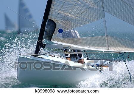 A Petit Bateau Voile Minage Par A Vague Pendant A Race Banque De Photo K3998098 Fotosearch