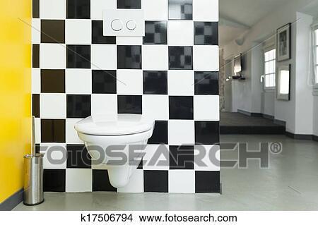 Modernes, toilette, zimmer, mit, checkered, schwarz weiß, fliesenmuster,  auf, walls. Bild