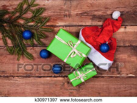 Weihnachtsdeko Geschenke.Weihnachtsdeko Mit Geschenke Auf Holz Brett Stock Foto