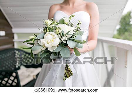 Sposa Con Bouquet.Sposa Con Matrimonio Bouquet Mattina A Giorno Matrimonio A