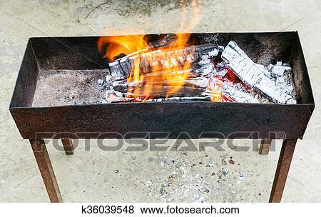Immagini esterno braciere con urente legno k36039548 - Bracieri per esterno ...