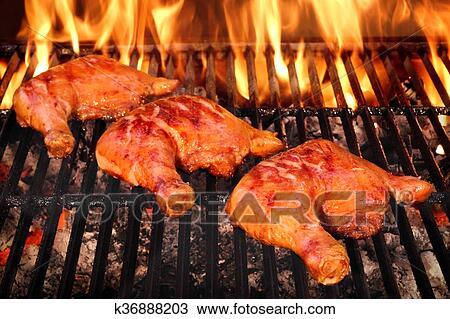 Tres, pierna de pollo, cuarto, asado, en, caliente, barbacoa, llameante,  parrilla Colección de imágen