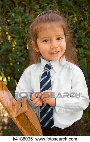 670481f3 Arkivfotografi - ung gutt, med, langt hår, inn, hvit skjorte, og