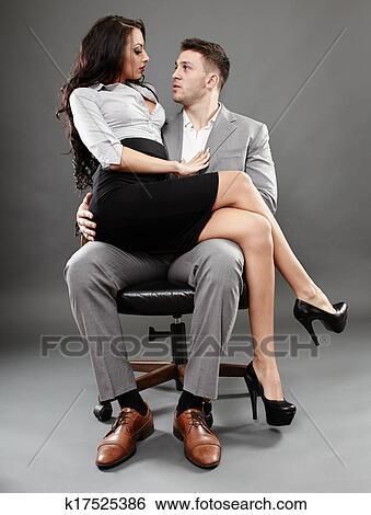 Auf Schoß Sitzen Und Küssen