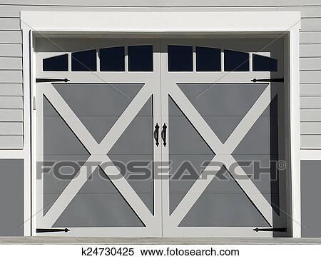 Garagentor design  Stock Bild - garagentor, design k24730425 - Suche Stockfotos ...