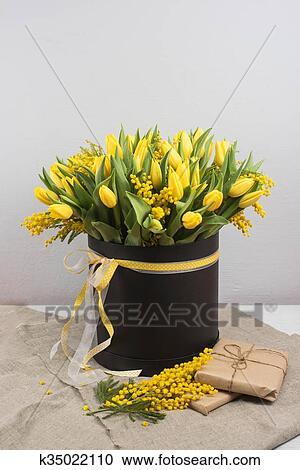 Banques De Photographies Clair Printemps Bouquet De Tulipes
