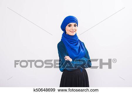 206c7b84b Retrato, de, joven, musulmán, mujer, llevando, tradicional, árabe, ropa  Colección de fotografía