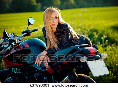 Sexy Motorradfahrerin