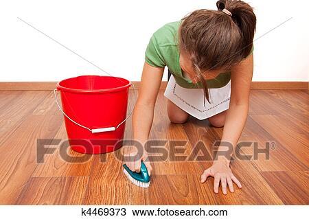 Stock Foto Boden Putzen K4469373 Suche Stock Fotografien