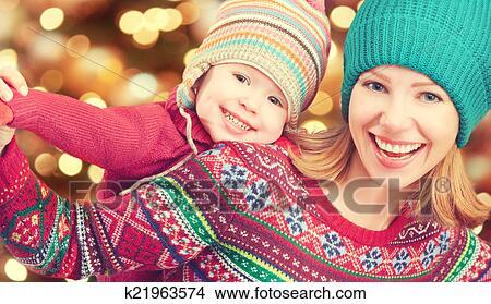 Coleccion De Foto Familia Feliz Madre Y Poco Hija Juego En