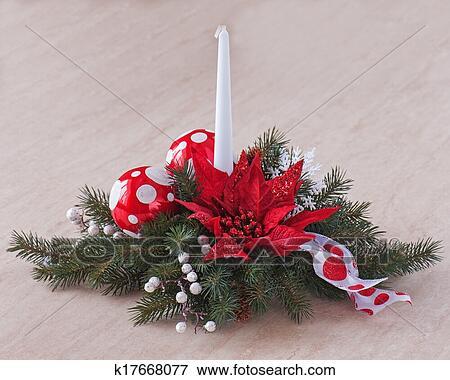 Stella Di Natale Legno.Composizione Da Stella Di Natale Pianta Con Abete Rosso Rami In Vaso Su Legno Fondo Closeup Archivio Fotografico