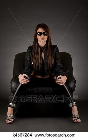 gamme de couleurs exceptionnelle à vendre une grande variété de modèles Belle fille bien pomponnée, à, lunettes soleil Image