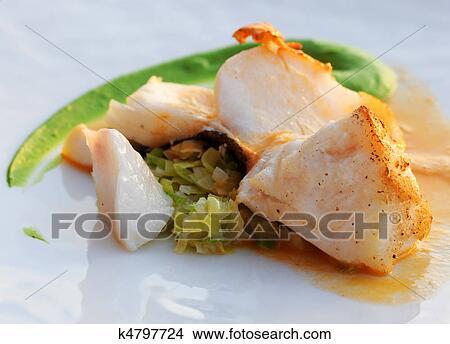 Banque De Photo Frit Codfish à Poireau Brunoise Légume Vert - Écumer cuisine