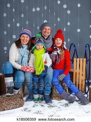 Stock Fotograf Lustig Familie In überwintern Kleidung K18506359