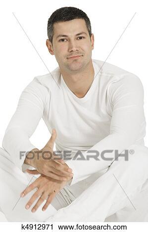Ver hombre vestido de blanco