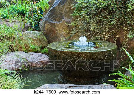 Fontaine, dans, jardin japonais, dans, monte carlo, monaco Banque de Photo