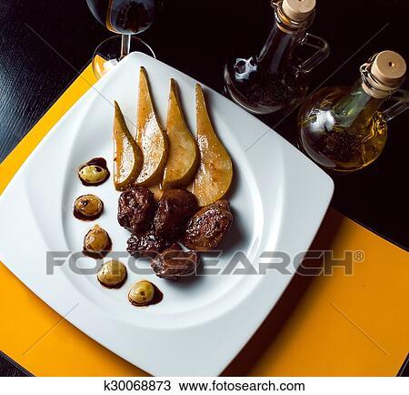 Geroestete, ente, mit, birne, eingelegt, in, rotwein, und ...