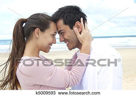 ζευγάρι εικόνες datingΠόσο συχνά πρέπει ένας τύπος να επικοινωνεί μαζί σας