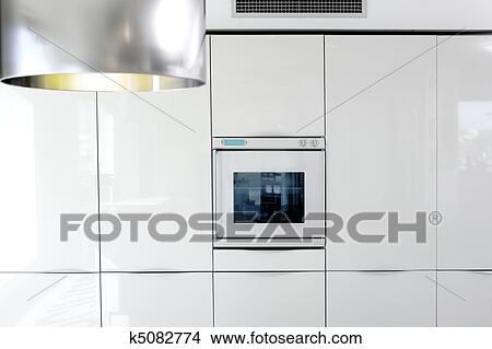 Scandinavische witte keuken minimalistische interieur u stockfoto