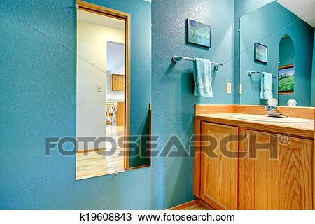 Stock Foto - badezimmer, türkis, wand, mit, spiegel k19608843 ...