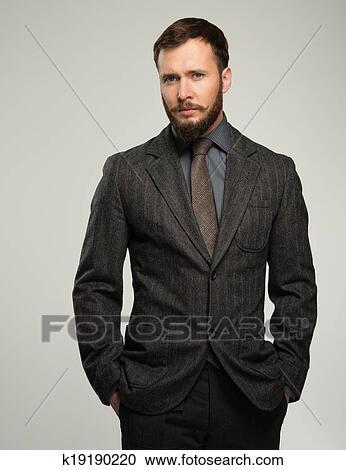 Guapo Bien Vestido Hombre En Chaqueta Encima El Suyo Hombro