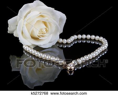 Bianco Perle E Rosa Archivio Fotografico K5272768 Fotosearch
