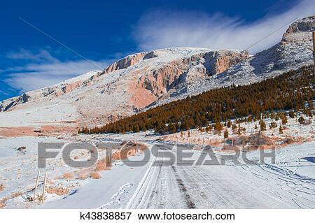 Maniere Neige Paysage Route Montagne Beau Ciel Arbre Paysage Hiver Scene Foret Bleu Froid Voyage Blanc Vue Neigeux Piste Pays