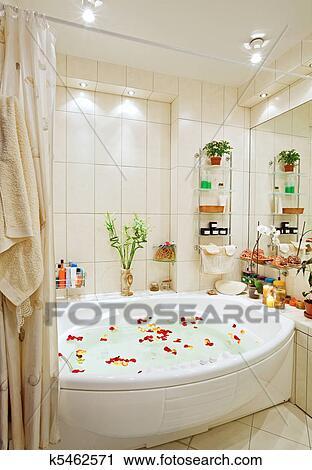 Stock Fotografie - hippe, badkamer, in, warme tonen, met, jacuzzi ...