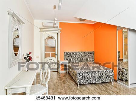 moderne kunst deco stijl slaapkamer in helder sinaasappel kleuren met zebra patterned bed op woonstudio kamer
