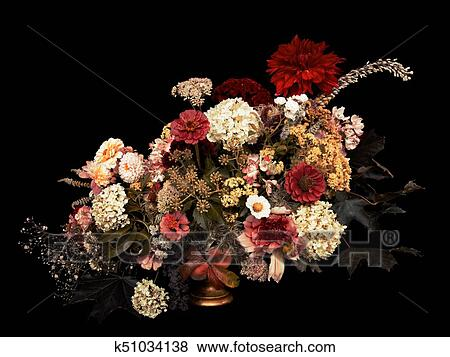 Arreglo Floral Otoño Ramo En Negro Fondo Toned Image Colección De Foto
